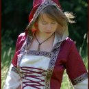 Mittelalterkleid Cecilia mit Kapuze, rot/natur