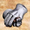 Gauntlets, 1350-1450
